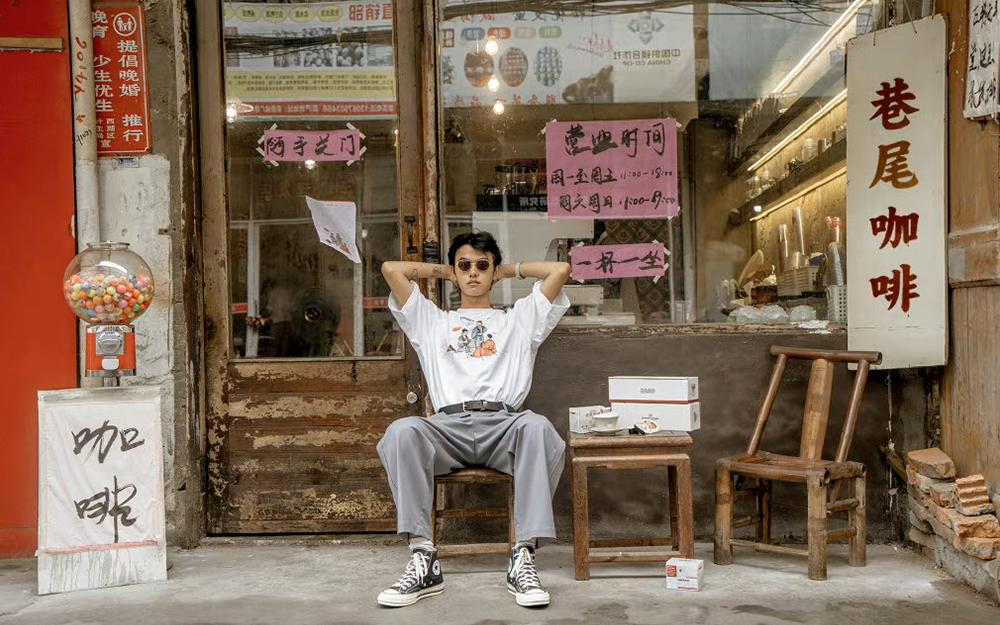街头潮流服饰品牌巷尾药局 X 永璞推出醒神提脑联名礼盒