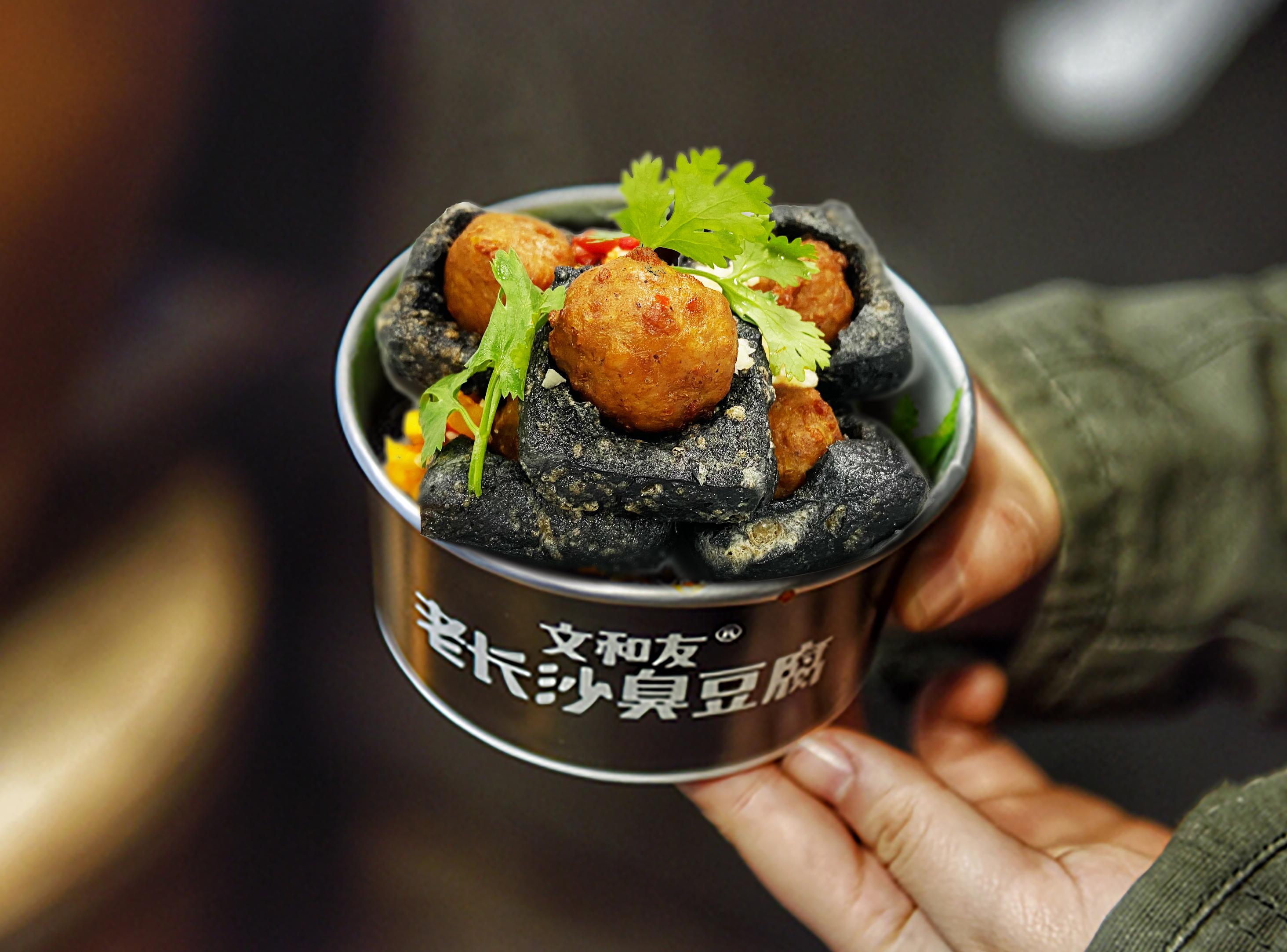 全面渗透餐饮业,「星期零」与「文和友老长沙臭豆腐」合作推出植物肉臭豆腐