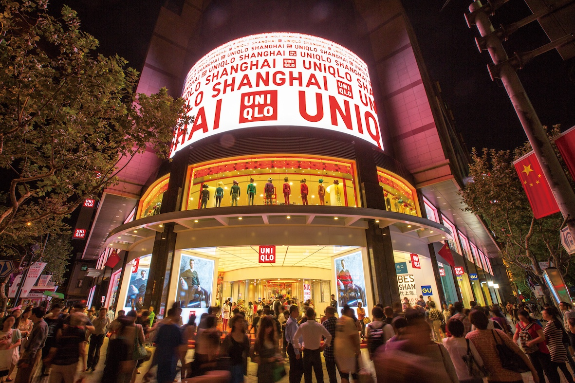优衣库是中国市场第一大服饰品牌,迅销国内年营收突破 300 亿元